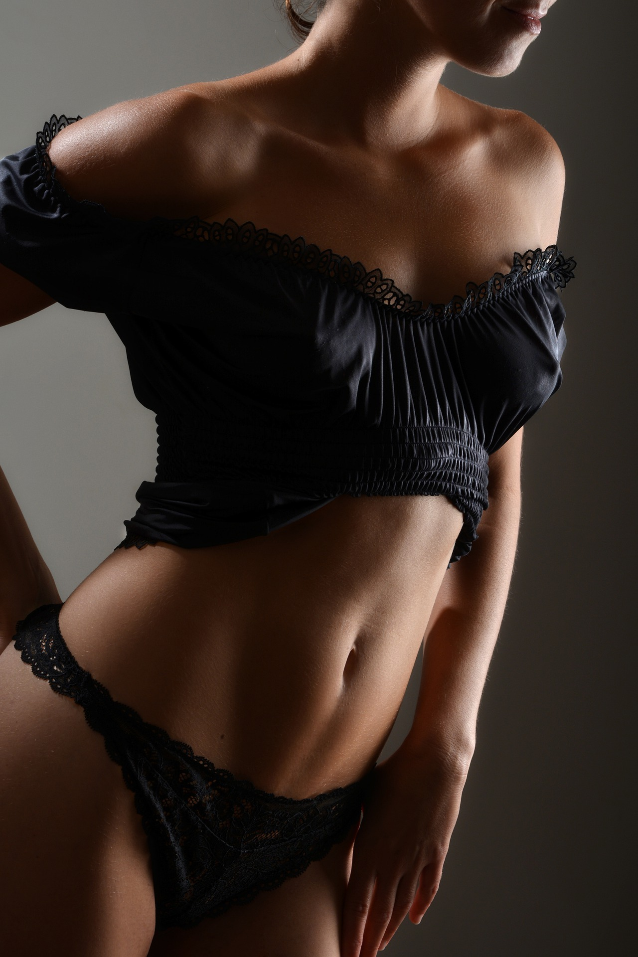 Close up of a woman's tanned body. For use on the Spray Tanning Course page.